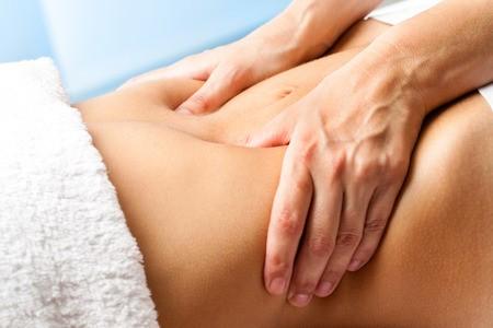 massage-ventre-detox-organes-internes-mains